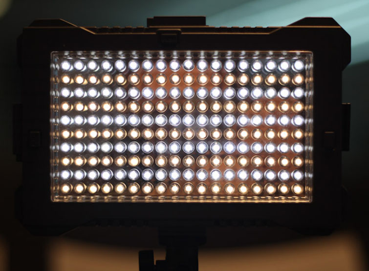 Filmmaking Tips: F&V Z180 - Expandable LED Review