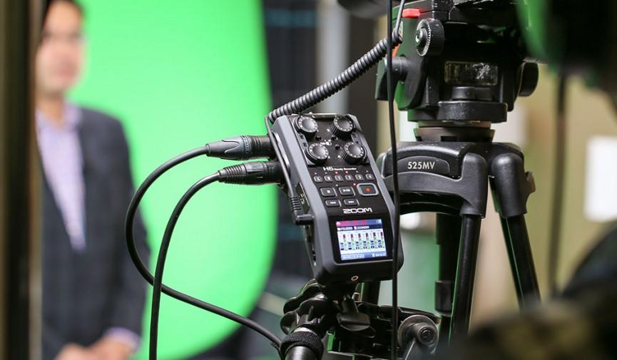 http://www.premiumbeat.com/blog/audio-tips-for-dslr-filmmakers/?utm_source=facebook