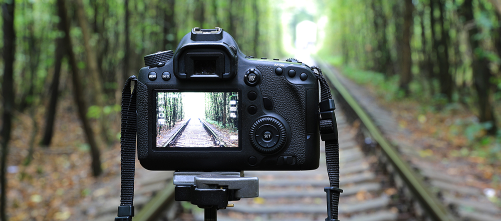 5 Reasons Why You Should NOT Buy a DSLR for Filmmaking: Limited View Options