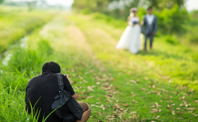 7 Tips for Shooting Awesome Wedding Video: Carry a light load!
