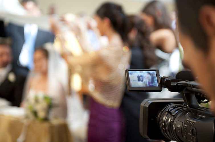 7 Tips for Shooting Awesome Wedding Video: Communicate!