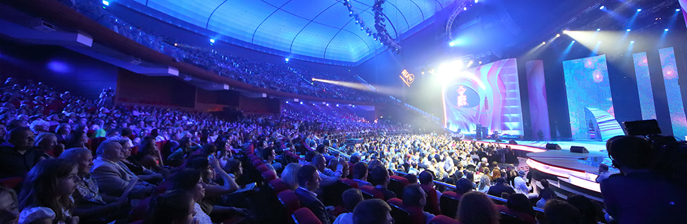 14 Tips for Shooting Live Stage Events: Large Live Event