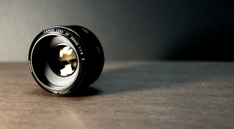 50mm lens, small and lightweight