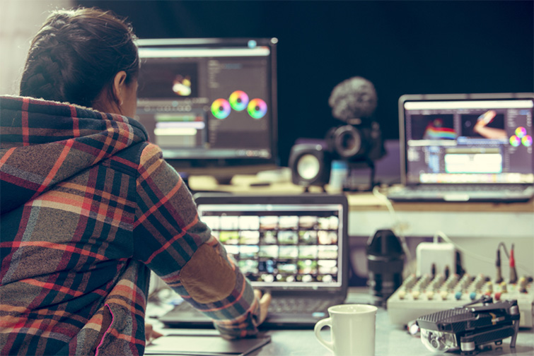 Going Full-Time vs. Working Freelance: Which Is Best for You? — Disadvantages of Freelance