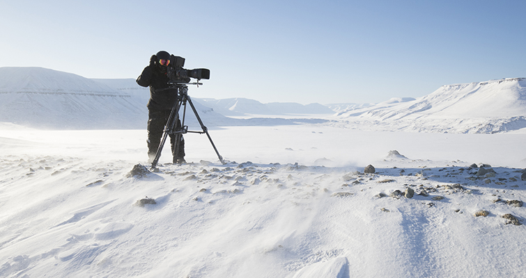"""Insights into the Cinematography of the Award-Winning Doc-Series """"Tales By Light"""" — Abraham Joffe in Svalbard winter"""