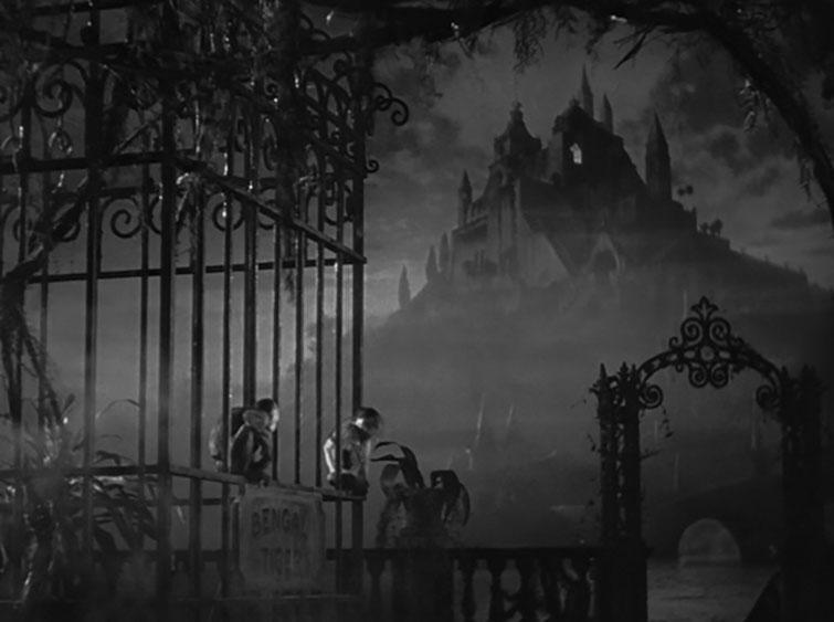 Set Tone and Atmosphere by Mastering the Establishing Shot — Citizen Kane
