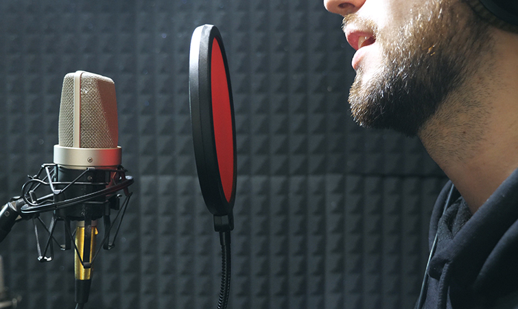 The Best Microphone Setups for Every Type of Podcaster — Using a Pop Filter